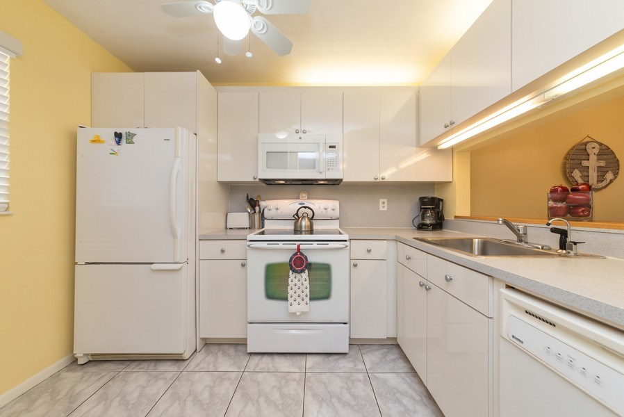 Real Estate Photography - 7190 Golf Colony Ct, 104, Lake Worth, FL, 33467 - Kitchen