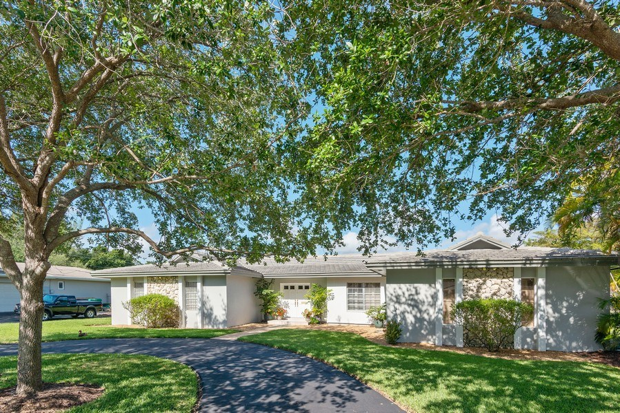 Real Estate Photography - 14300 SW 73rd Ave, Palmetto Bay, FL, 33158 - Driveway