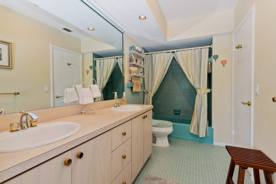 Real Estate Photography - 14300 SW 73rd Ave, Palmetto Bay, FL, 33158 - 2nd Bathroom