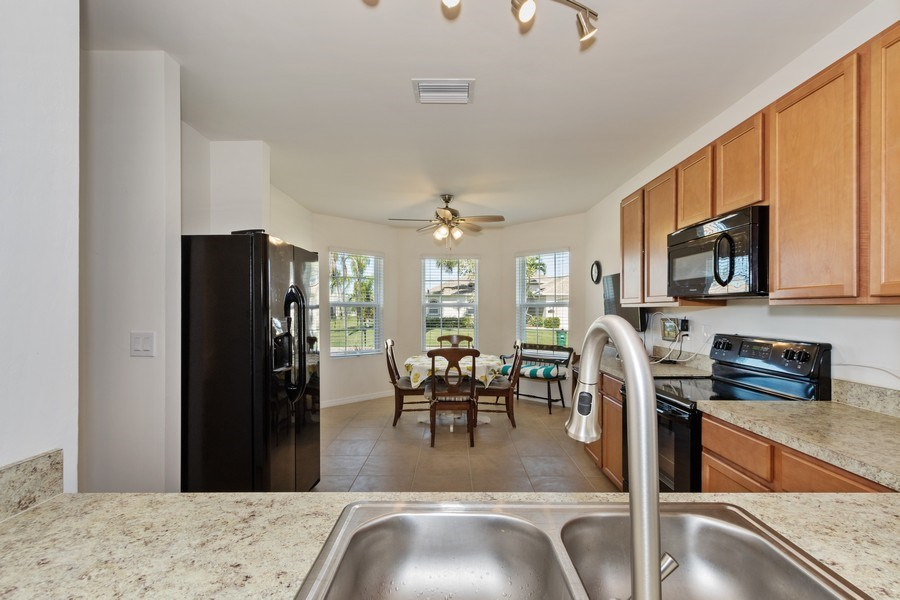 Real Estate Photography - 1405 SE 20th Pl, Cape Coral, FL, 33904 - Kitchen