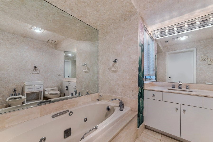 Real Estate Photography - 300 S.E. 5th Ave., #7050, Boca raton, FL, 33432 - Master Bathroom