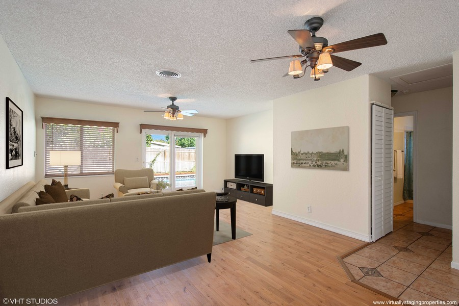 Real Estate Photography - 4146 Indianapolis Street NE, St Petersburg, FL, 33703 - Plenty of room for family & friends to be together