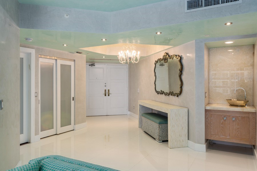 Real Estate Photography - 4779 Collins Ave., Unit 3603, Miami Beach, FL, 33140 - Foyer