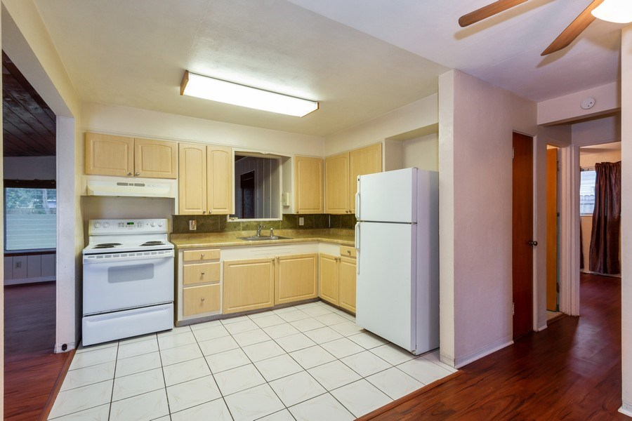 Real Estate Photography - 1400 54 Ave N, St Petersburg, FL, 33703 - Kitchen