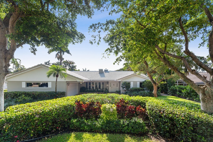 Real Estate Photography - 10 Saranac Road, Sea Ranch Lakes, FL, 33308 - Front View