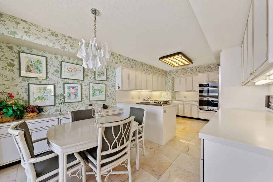 Real Estate Photography - 1500 S Ocean Blvd, S601, Boca Raton, FL, 33432 - Kitchen / Breakfast Room