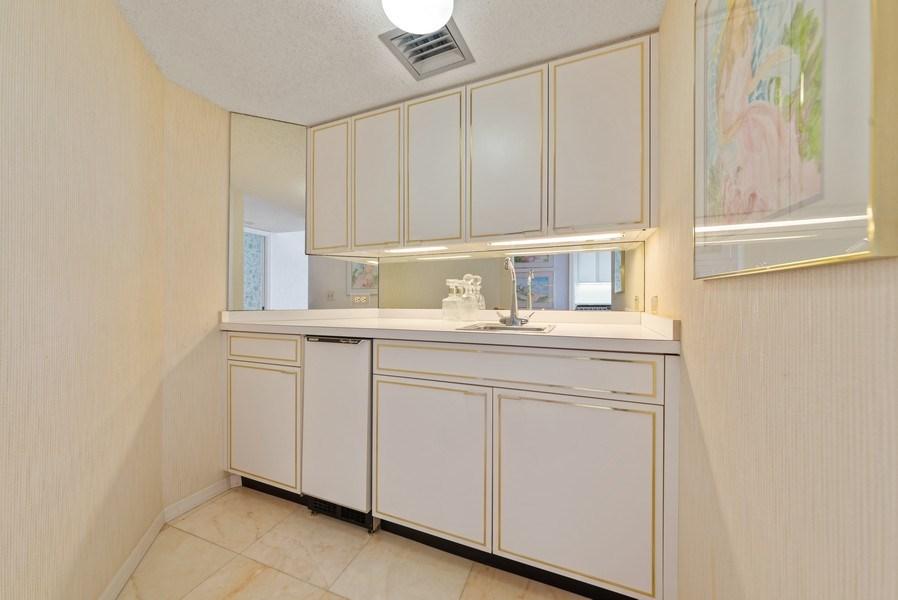 Real Estate Photography - 1500 S Ocean Blvd, S601, Boca Raton, FL, 33432 - Bar