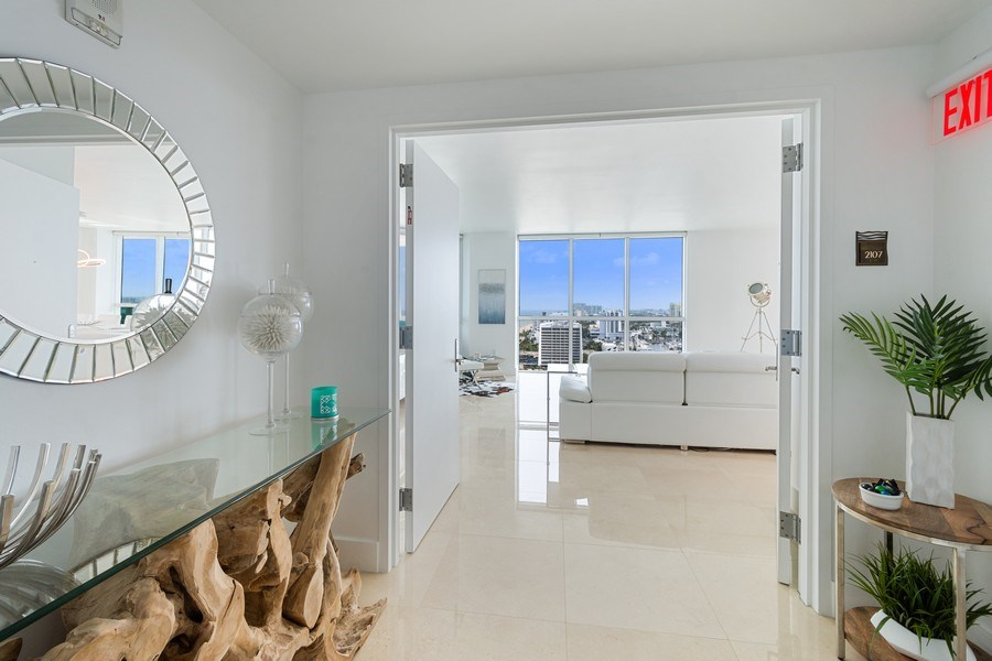 Real Estate Photography - 101 S. Fort Lauderdale Beach Blvd, APARTMENT 2107, FORT LAUDERDALE, FL, 33316 - Foyer