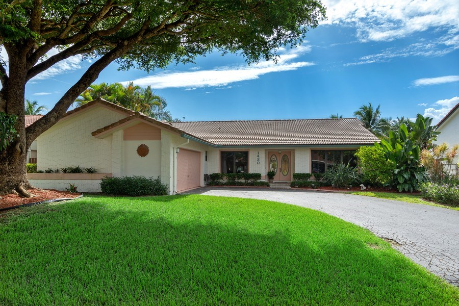 Real Estate Photography - 1430 NW 99th Ave, Plantation,, FL, 33322 - Front View