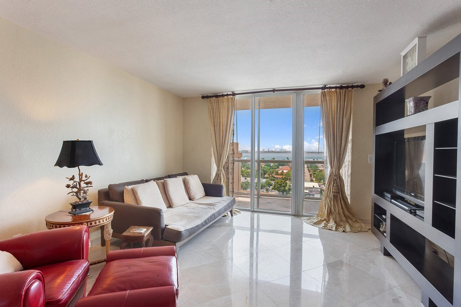 Real Estate Photography - 1625 Kennedy Causeway, Apt.1001E, North Bay Village, FL, 33141 - Living Room