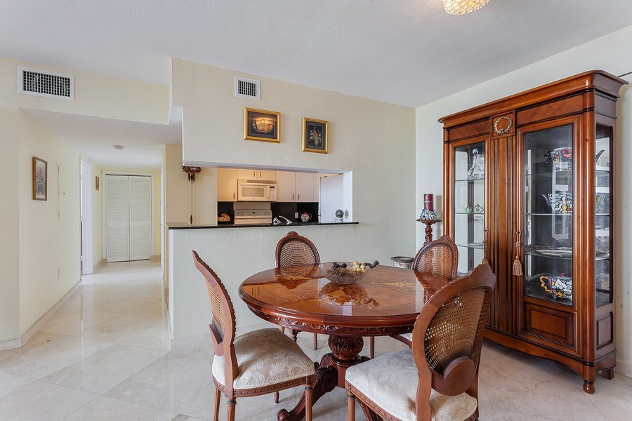 Real Estate Photography - 1625 Kennedy Causeway, Apt.1001E, North Bay Village, FL, 33141 - Dining Room