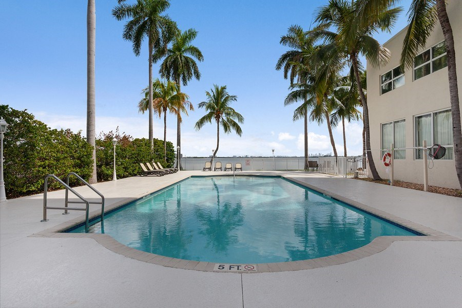 Real Estate Photography - 1625 Kennedy Causeway, Apt.1001E, North Bay Village, FL, 33141 - Pool