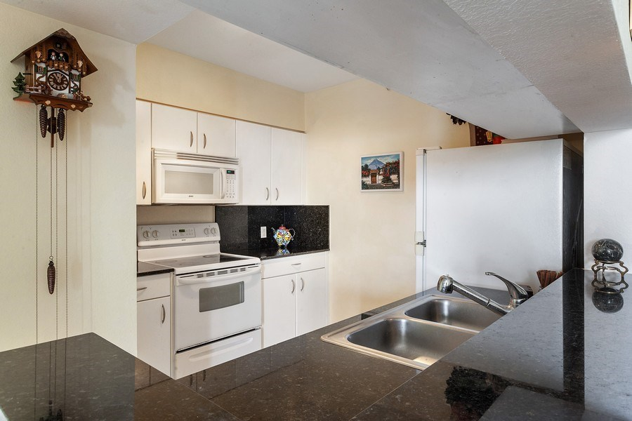 Real Estate Photography - 1625 Kennedy Causeway, Apt.1001E, North Bay Village, FL, 33141 - Kitchen