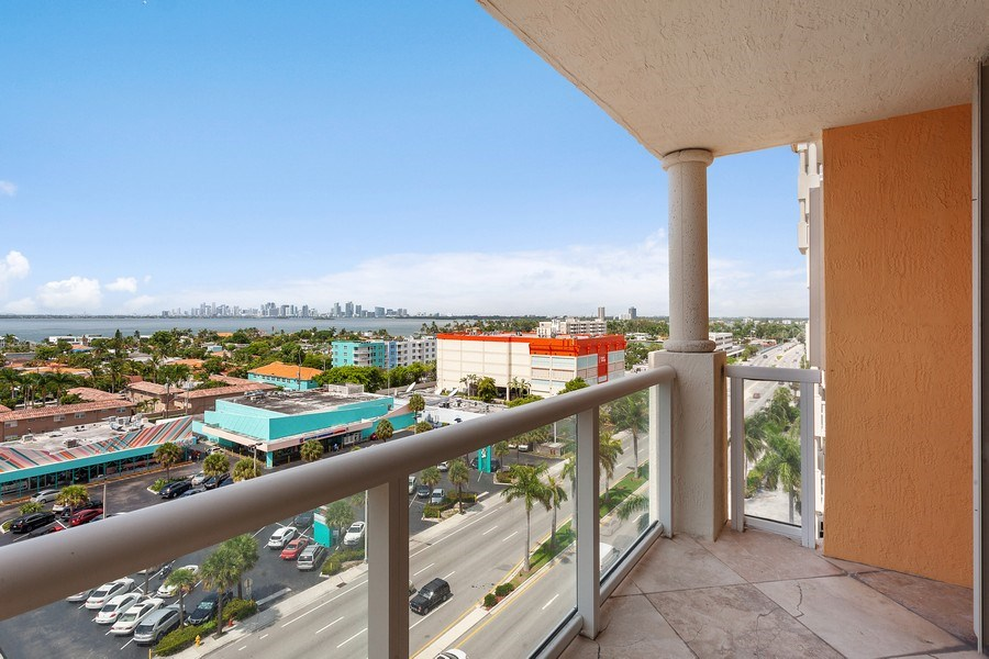 Real Estate Photography - 1625 Kennedy Causeway, Apt.1001E, North Bay Village, FL, 33141 - Balcony