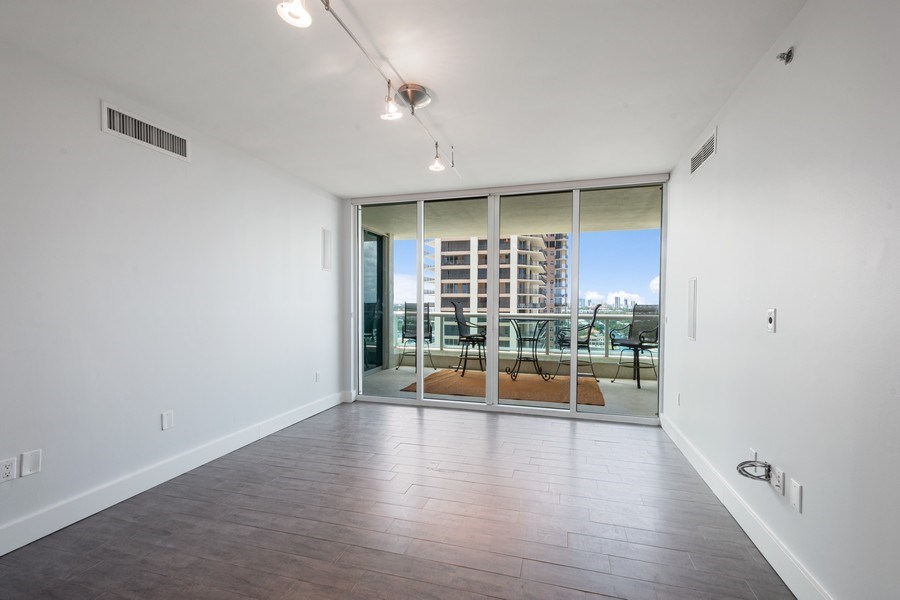 Real Estate Photography - 101 S Fort Lauderdale Beach Blvd, Apt 1803, Fort Lauderdale, FL, 33301 - Family Room