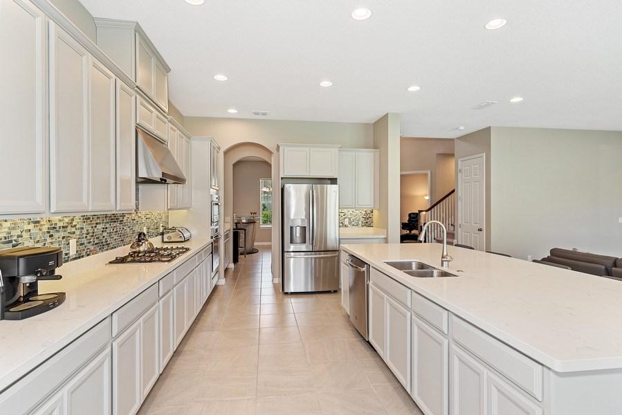 Real Estate Photography - 13647 Killefew Way, Winter Garden, FL, 34787 - Kitchen