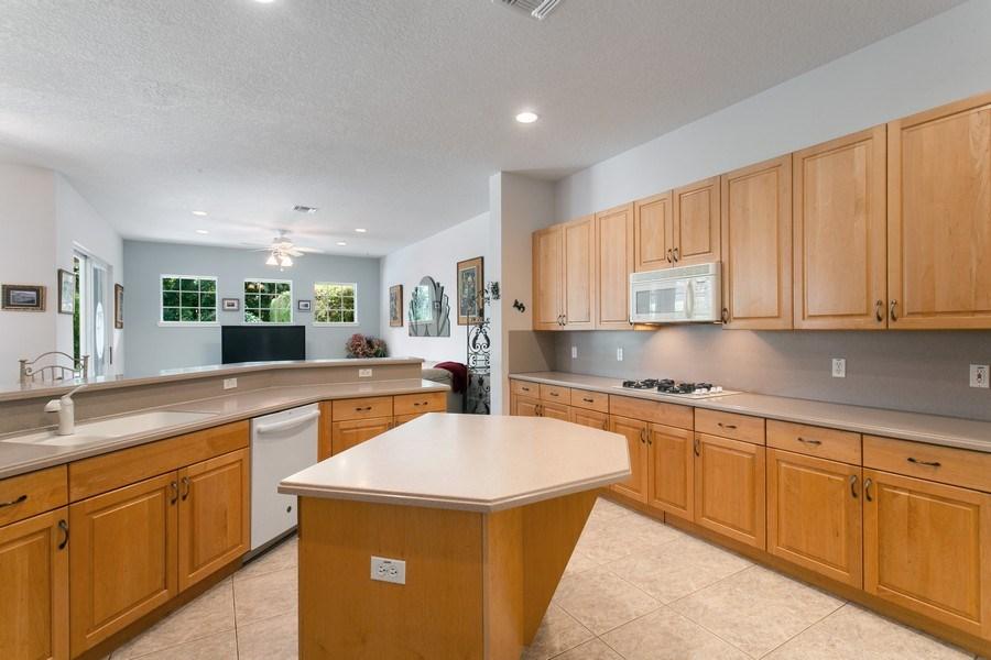 Real Estate Photography - 735 Charlestown Circle, Palm Beach Gardens, FL, 33410 - Kitchen