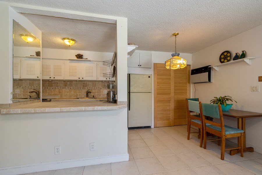 Real Estate Photography - 2825 NE 33rd Ave, Unit 103, Fort Lauderdale, FL, 33308 - Kitchen
