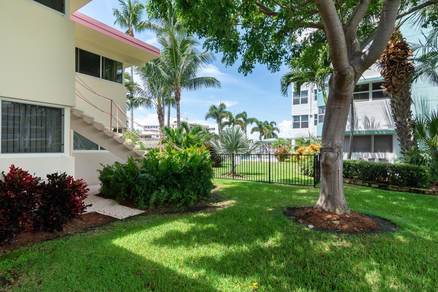 Real Estate Photography - 2825 NE 33rd Ave, Unit 103, Fort Lauderdale, FL, 33308 - Side Yard/Patio View