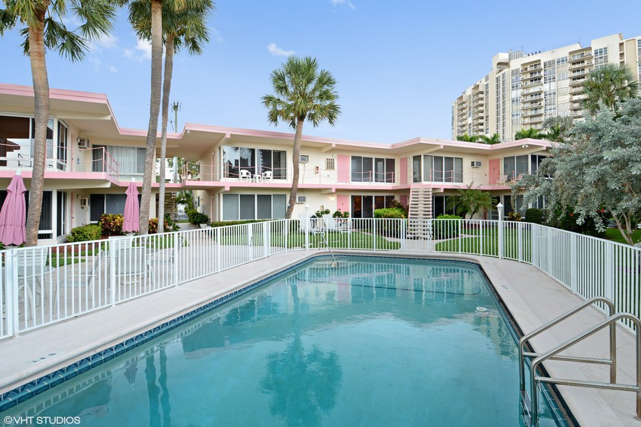 Real Estate Photography - 2825 NE 33rd Ave, Unit 103, Fort Lauderdale, FL, 33308 - Pool