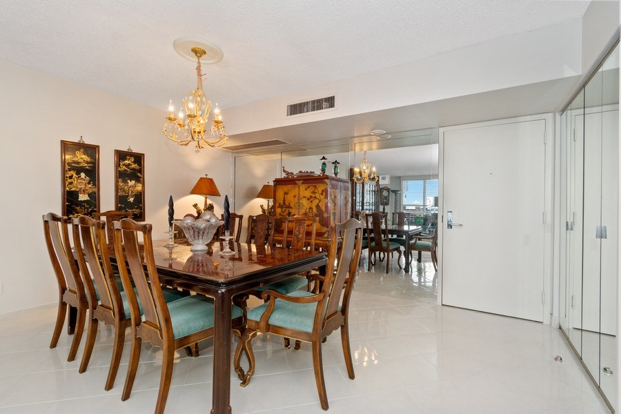 Real Estate Photography - 19195 Mystic Pointe Dr, Apt 2202, Aventura, FL, 33180 - Dining Area