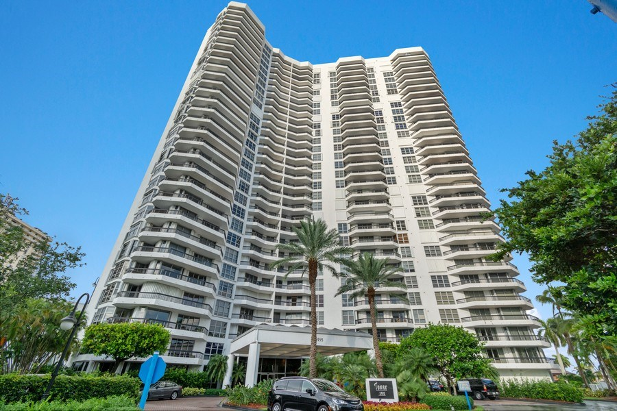 Real Estate Photography - 19195 Mystic Pointe Dr, Apt 2202, Aventura, FL, 33180 - Front View