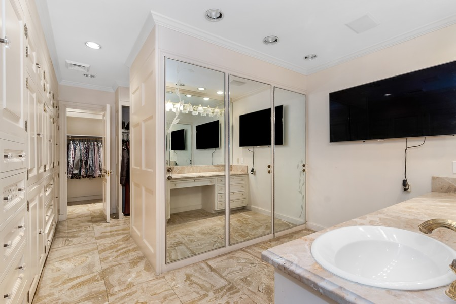 Real Estate Photography - 2789 NE 37th Dr, Fort Lauderdale, FL, 33308 - Master Bathroom
