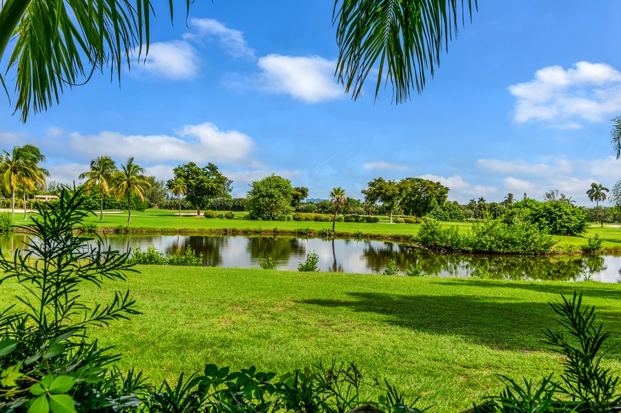 Real Estate Photography - 2789 NE 37th Dr, Fort Lauderdale, FL, 33308 - Golf Course View