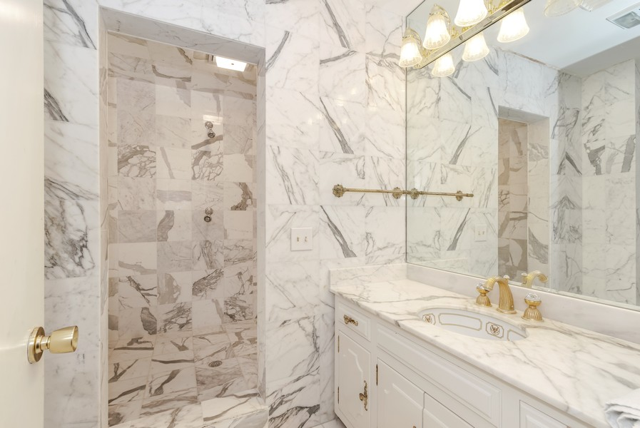Real Estate Photography - 2789 NE 37th Dr, Fort Lauderdale, FL, 33308 - Guest Bathroom