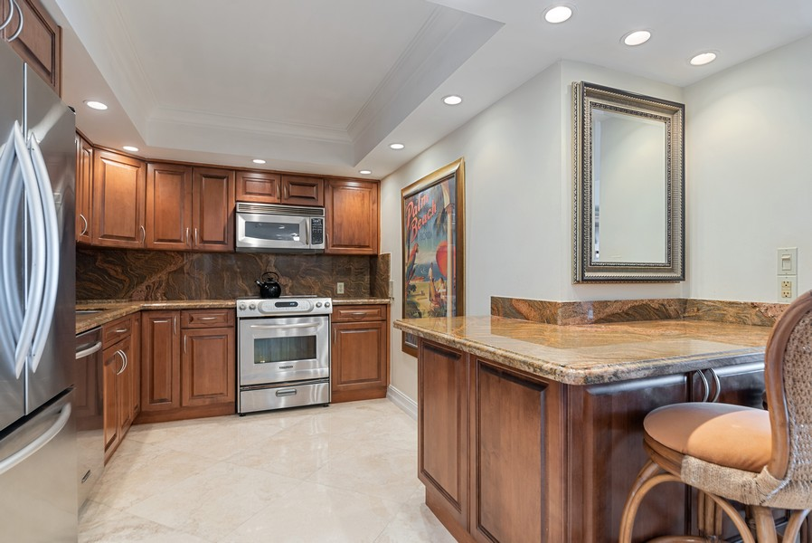 Real Estate Photography - 4101 N Ocean, Unit 1508, Boca Raton, FL, 33431 - Kitchen / Breakfast Room