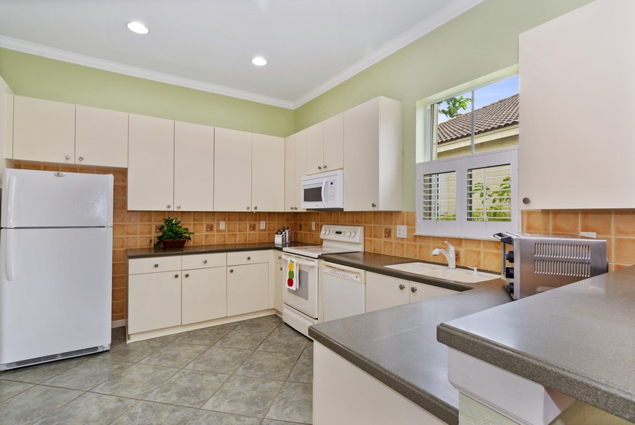 Real Estate Photography - 818 Lavender Circle, Weston, FL, 33327 - Kitchen