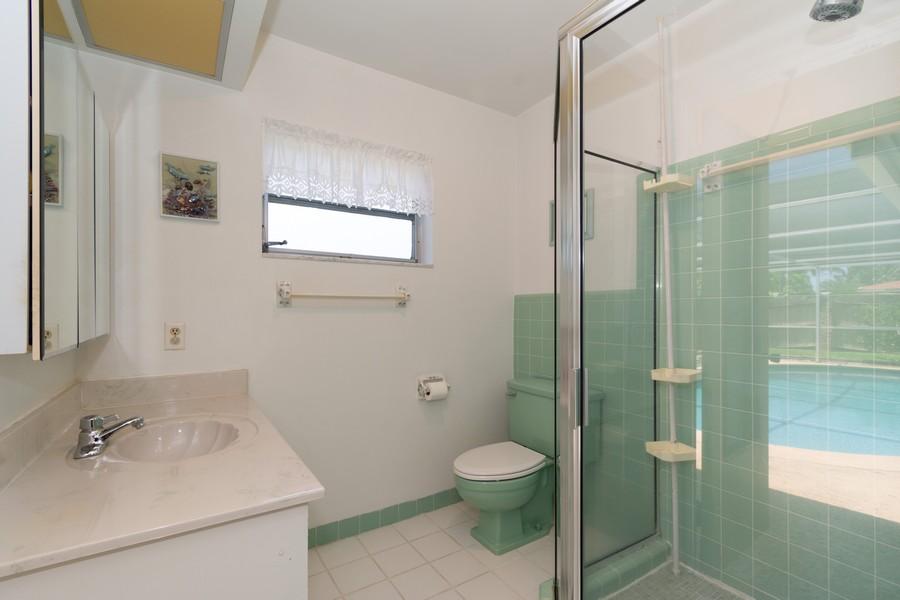 Real Estate Photography - 5870 NE 21 Ln, Fort Lauderdale, FL, 33308 - Master Bathroom