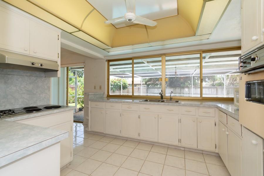 Real Estate Photography - 5870 NE 21 Ln, Fort Lauderdale, FL, 33308 - Kitchen