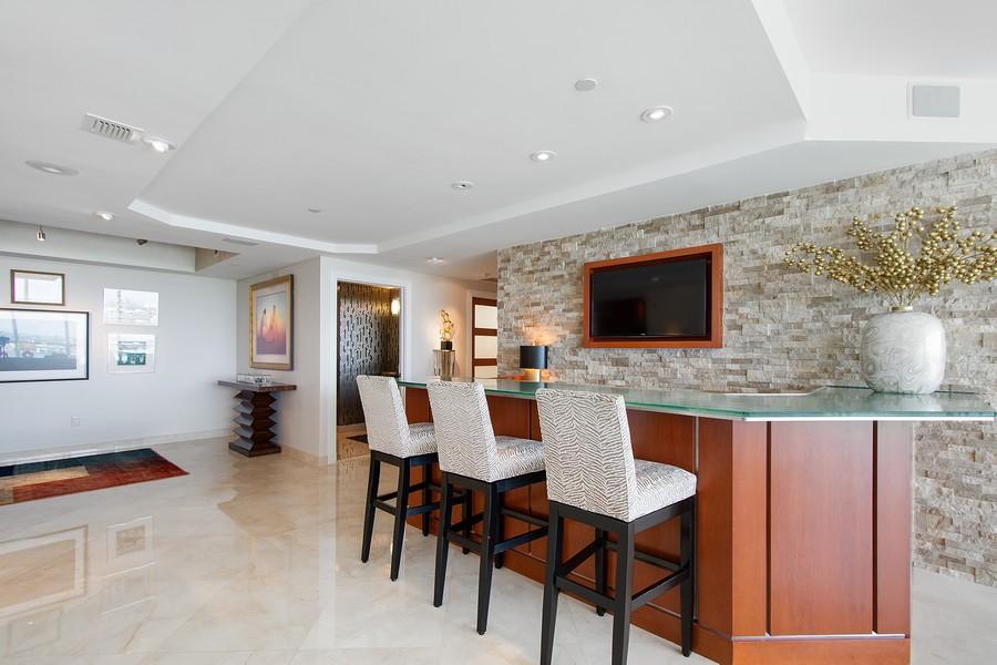 Real Estate Photography - 2845 NE 9th St, Unit 905, Fort Lauderdale, FL, 33304 - Bar