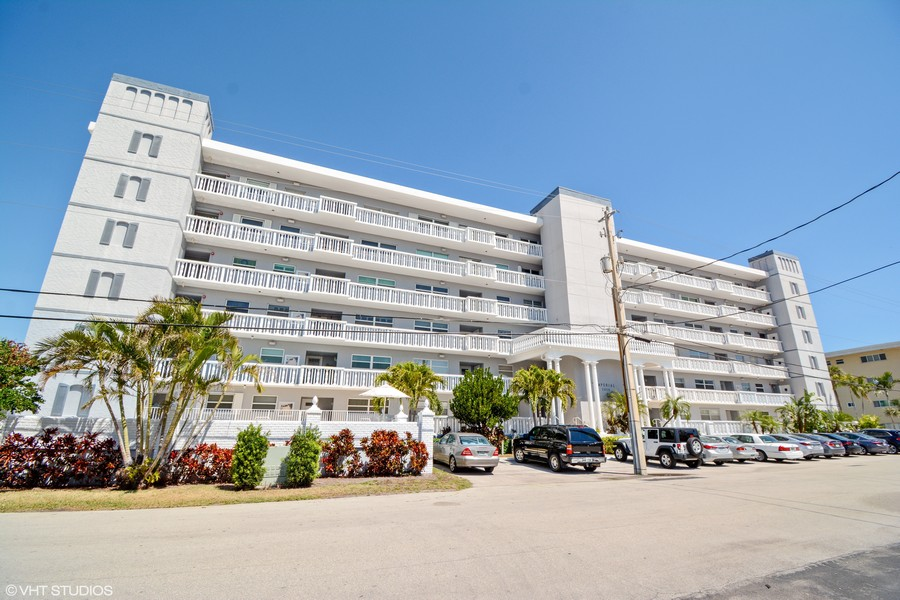 Real Estate Photography - 2829 NE 33 Ct, Unit 401, Fort Lauderdale, FL, 33306 - The Imperial Condominiums