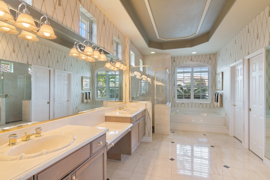 Real Estate Photography - 6618 The Masters Ave, Lakewood Ranch, FL, 34202 - Master Bathroom