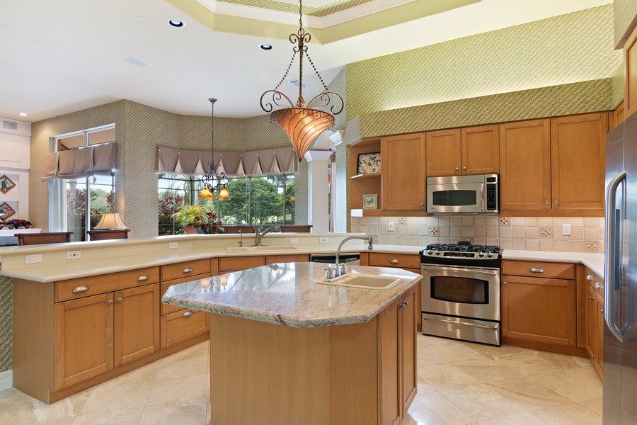 Real Estate Photography - 6618 The Masters Ave, Lakewood Ranch, FL, 34202 - Kitchen