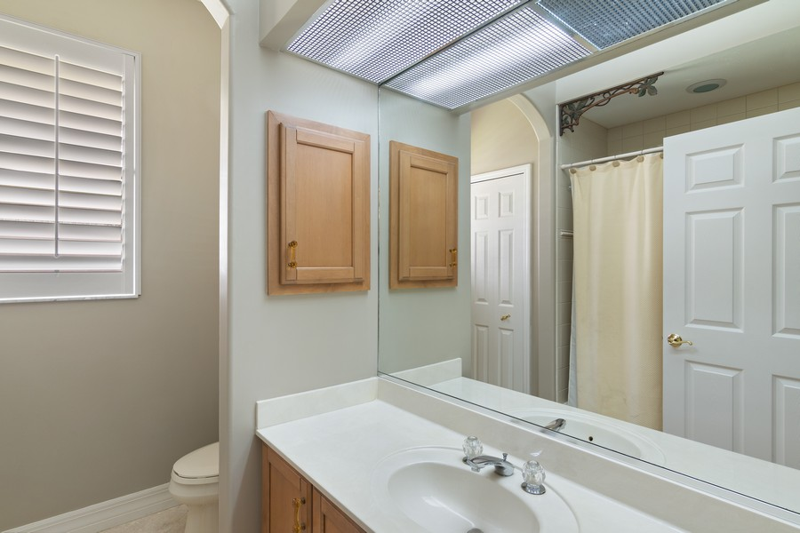 Real Estate Photography - 6618 The Masters Ave, Lakewood Ranch, FL, 34202 - 2nd Bathroom