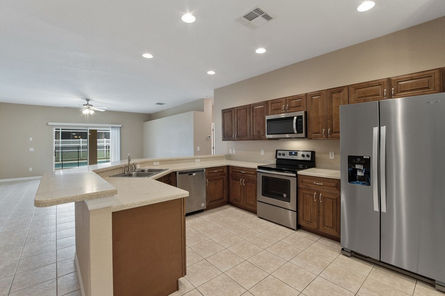 Real Estate Photography - 9945 MOUNTAIN LAKE DRIVE, ORLANDO, FL, 32832 - KITCHEN WITH STAINLESS STEEL APPLIANCES