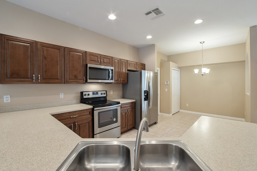 Real Estate Photography - 9945 MOUNTAIN LAKE DRIVE, ORLANDO, FL, 32832 - OPEN KITCHEN CONCEPT AND BREAKFAST NOOK