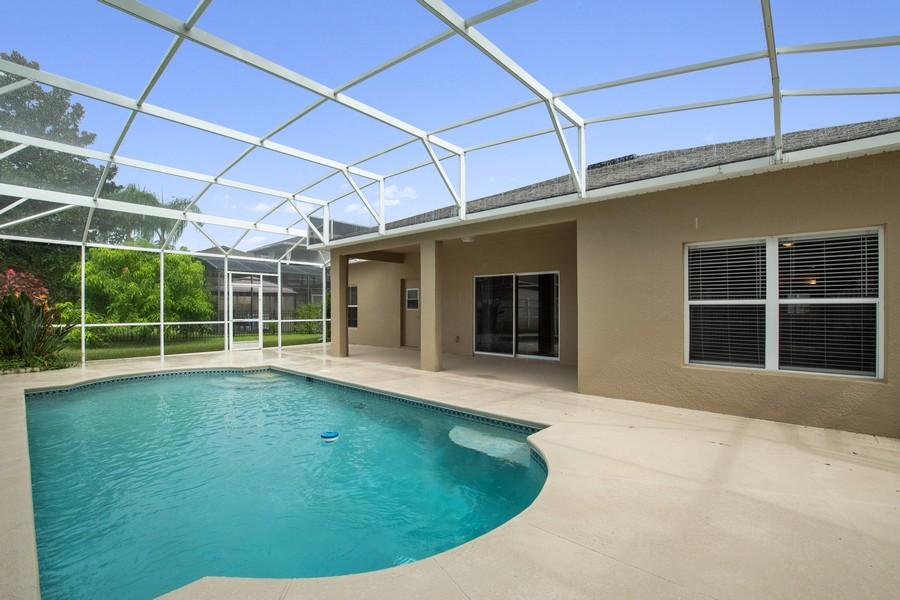Real Estate Photography - 9945 MOUNTAIN LAKE DRIVE, ORLANDO, FL, 32832 - SCREENED POOL WITH LANAI