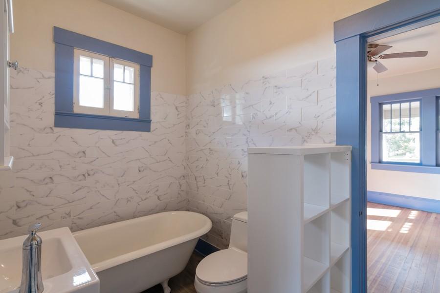 Real Estate Photography - 2562 Loma Linda St., Sarasota, FL, 34239 - Master Bathroom
