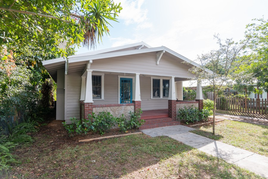 Real Estate Photography - 2562 Loma Linda St., Sarasota, FL, 34239 - Front View