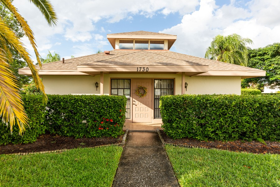 Real Estate Photography - 1783 Lake Pl, 1793-A, Venice, FL, 34292 - Clubhouse