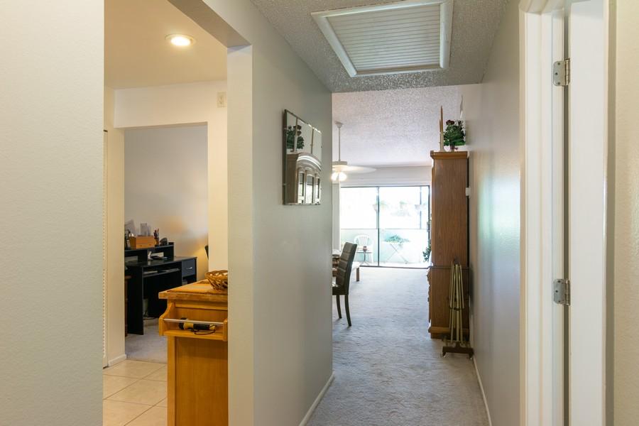 Real Estate Photography - 3607 Longmeadow, 45, Sarasota, FL, 34235 - Foyer