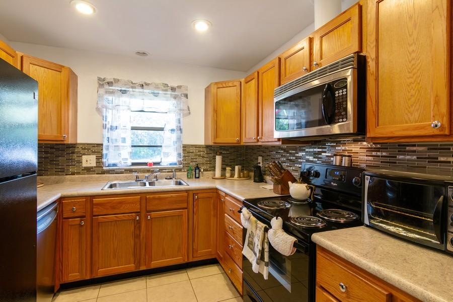 Real Estate Photography - 3607 Longmeadow, 45, Sarasota, FL, 34235 - Kitchen