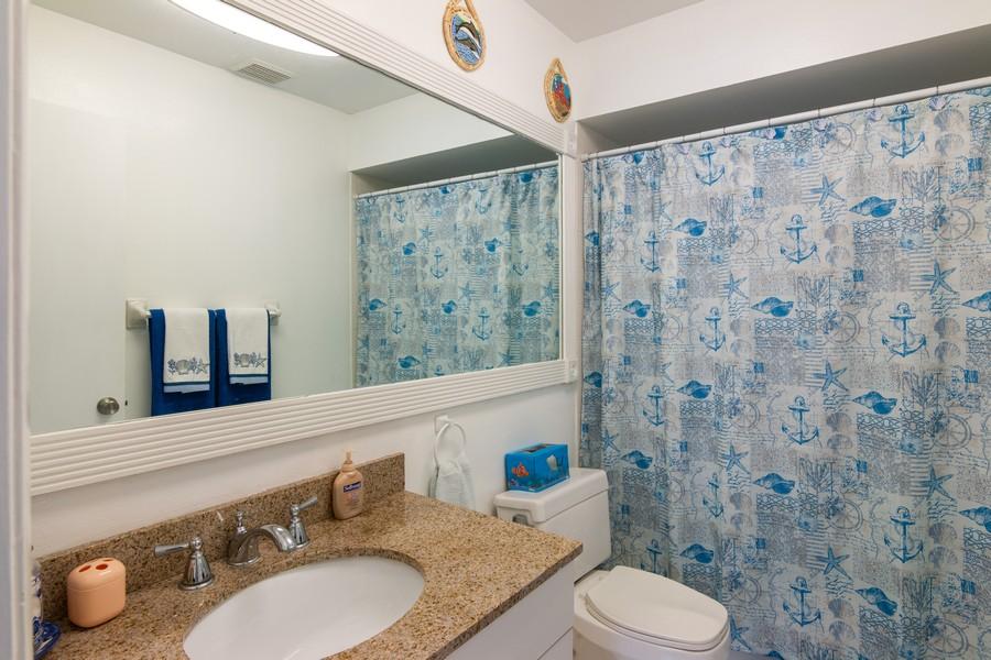 Real Estate Photography - 3607 Longmeadow, 45, Sarasota, FL, 34235 - 2nd Bathroom