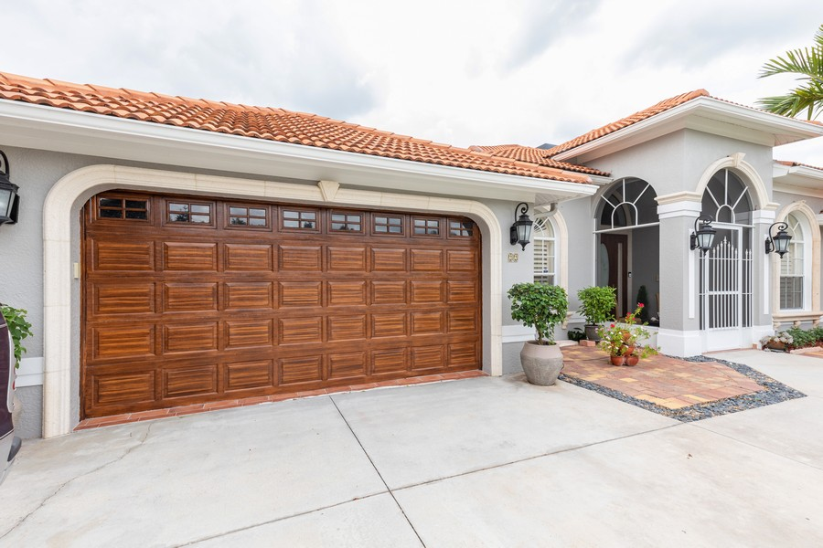 Real Estate Photography - 22 Madison Dr, Naples, FL, 34110 - Garage