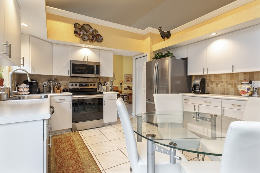 Real Estate Photography - 11877 Fountainside Circle, Boynton Beach, FL, 33437 - Kitchen / Breakfast Room