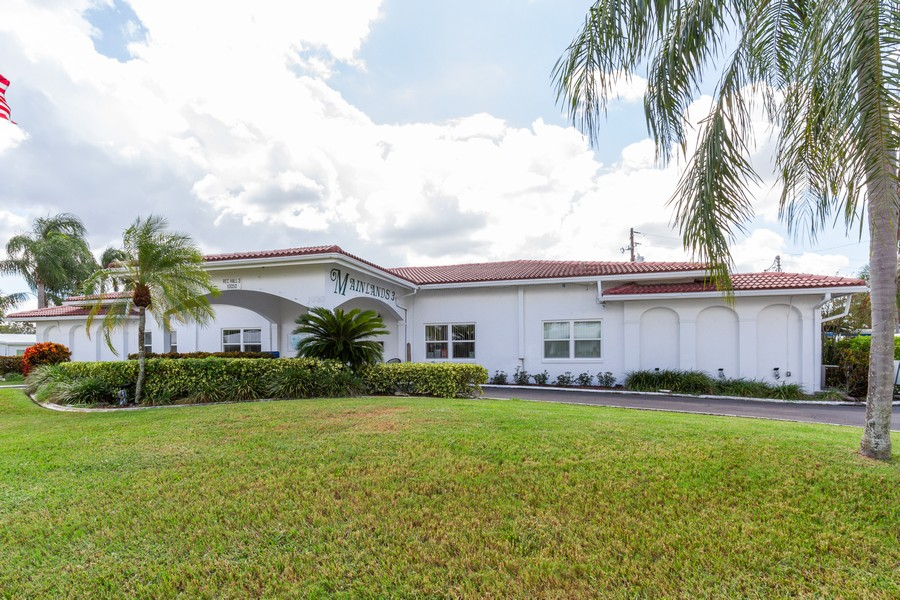 Real Estate Photography - 3811 97th Avenue N, Pinellas Park, FL, 33782 - Clubhouse